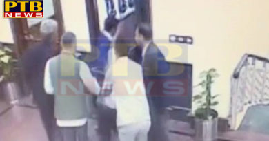 attacks on arvind kejriwal with chilli powder at delhi secretariat India