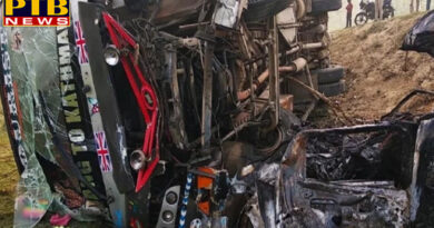 PTB Big Accident News uttar pradesh bareilly fire in car after collision with tourist bus in pilibhit bareilly PTB Big Breaking News