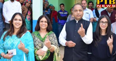 PTB Big Election News himachal leaders of himachal cast their vote with family members Himachal pardesh loksabha election 2019