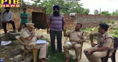 Punjab jalandhar pungrain godown robbery wheat packets roral police kapurthala road kartarpur kartarpur police Jalandhar