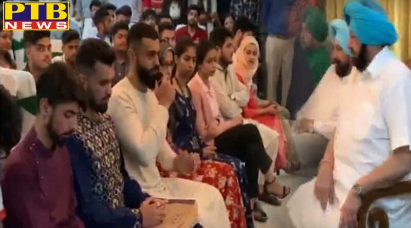 punjab capt amarinder singh celebrates eid with kashmiri students in punjab