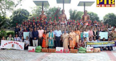 Students of HMV visited Apahaj Ashram and Pingla Ghar