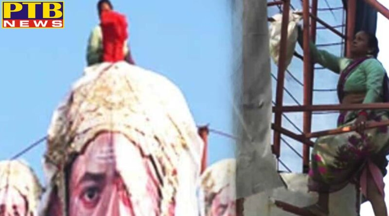 55 year old age lady making 55 ft high ravan in mahoba up india