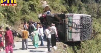 bus overturned in the middle road Himachal Pardesh chamba HP देखते ही देखते बीच सड़क पर पलटी रोडवेज की बस, PTB Big Breaking News