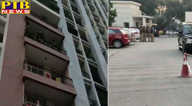 after killing both the children the husband jumped from the eighth floor with both wives all died India