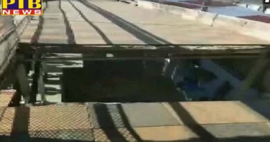 portion of footover bridge at bhopal railway station collapsed many people injured in this incident