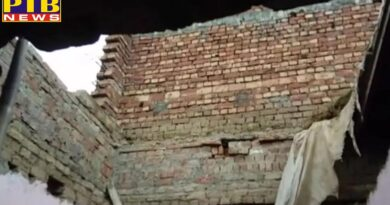 house collapses husband wife and two children die in amritsar Punjab