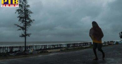 india cyclone amphan news cyclone amphan starts making landfall heavy rain along coast