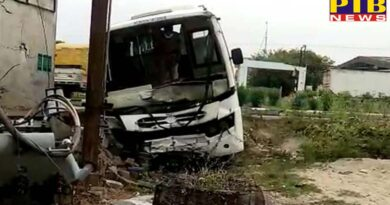 Student Bus going from Delhi to Jammu Kashmir in Pathankot suddenly overturned Many injured