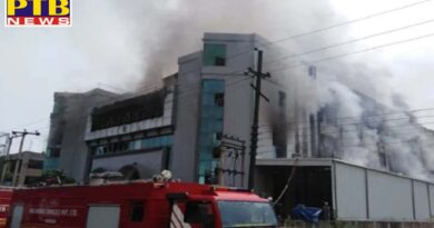 horrific fire in the cushion making factory Fire Department's vehicles reached the spot noida