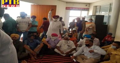 Congress workers of district Jalandhar besiege police station Murdabad slogans