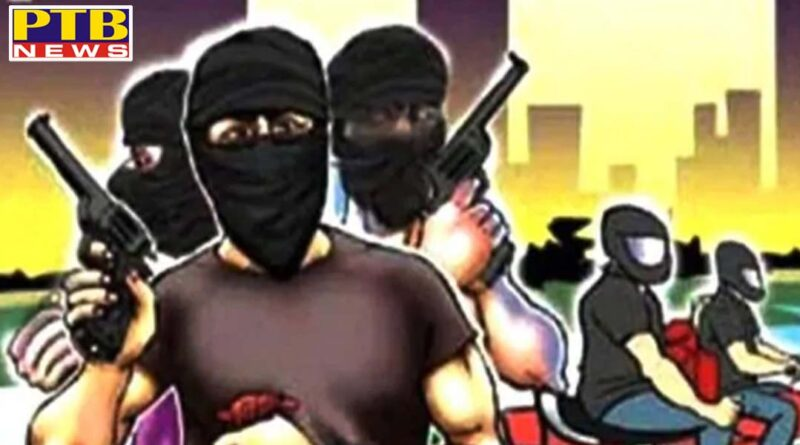 Unidentified robbers looted 11 lakh rupees from gas agency employee in Ludhiana Punjab