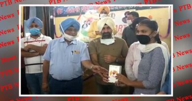 MLA distributed smartphone to 839 students of class XII under Punjab Smart Connect Scheme Gurdaspur