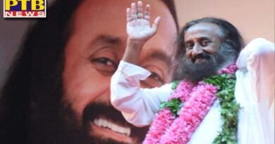 Sri Sri Ravi Shankar hurt the feelings of Sikhs Notice issued by Shiromani Committee What is the matter Punjab Amritsar