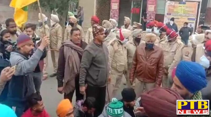 Congress and farmers united against BJP in Jalandhar If the police stopped, there was a fierce push Broke barricades Atmosphere became tense Jalandhar