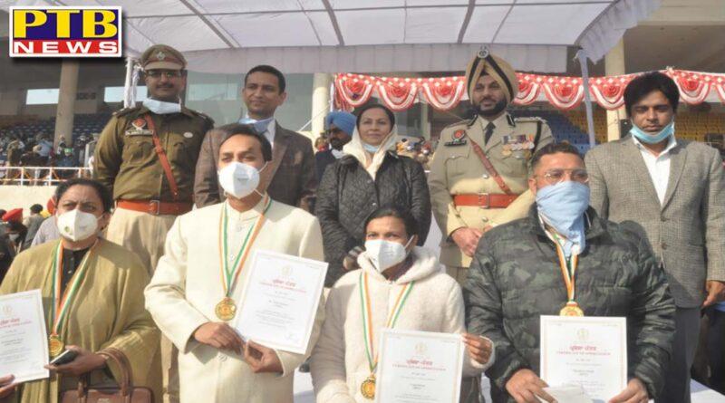 145 Kovid warriors honored by Cabinet Minister Aruna Chaudhary during Republic Day celebrations in Jalandhar DC Jalandhar Ghanshyam Thori Police Commissioner Gurpreet Singh Bhullar SSP Sandeep Garg name top List