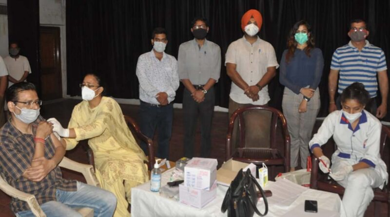 Jalandhar District Collector Ghanshyam Thori said that during the Covid epidemic, the role of journalists will be written in golden letters on the pages of history On the request of the United Media Club, the District Collector set up the first camp in Punjab for journalists above 18 years Punjab