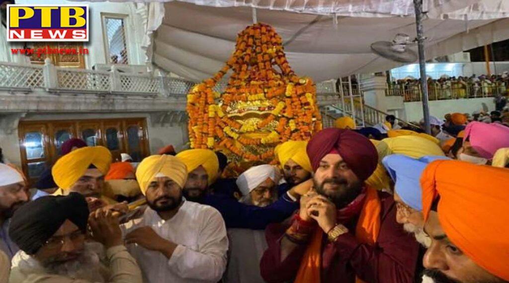 chief minister Punjab charanjit Singh channi and navjot sidhu bowed before sri harmandir sahib in amritsar Punjab