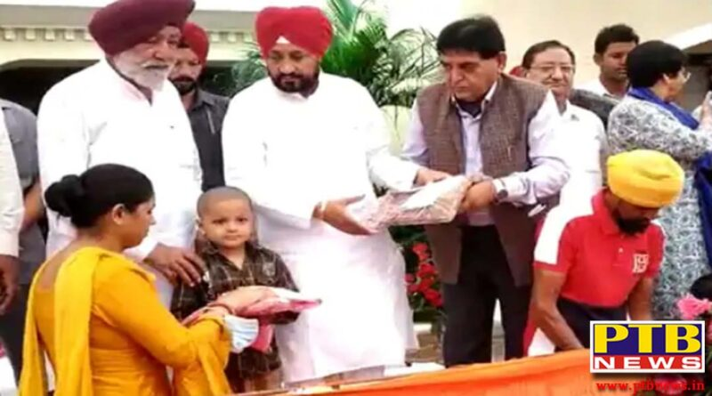 Punjab chief minister charanjit singh channi reached the house of former cabinet minister sunder sham arora took part in the meeting Hoshiarpur Punjab