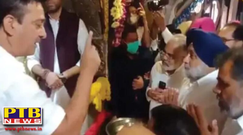 sukhbir badal broke the protocol bowed his head in the chintpurni temple without wearing a mask the temple administration did not even stop interrupted Una Himachal pardesh